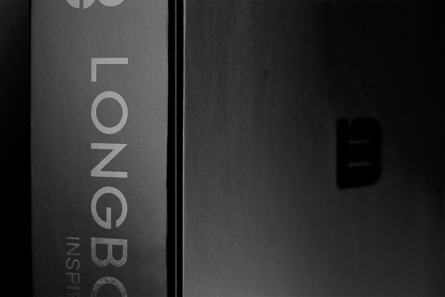 Longboard Black Box Standing Closed - Middle Detail
